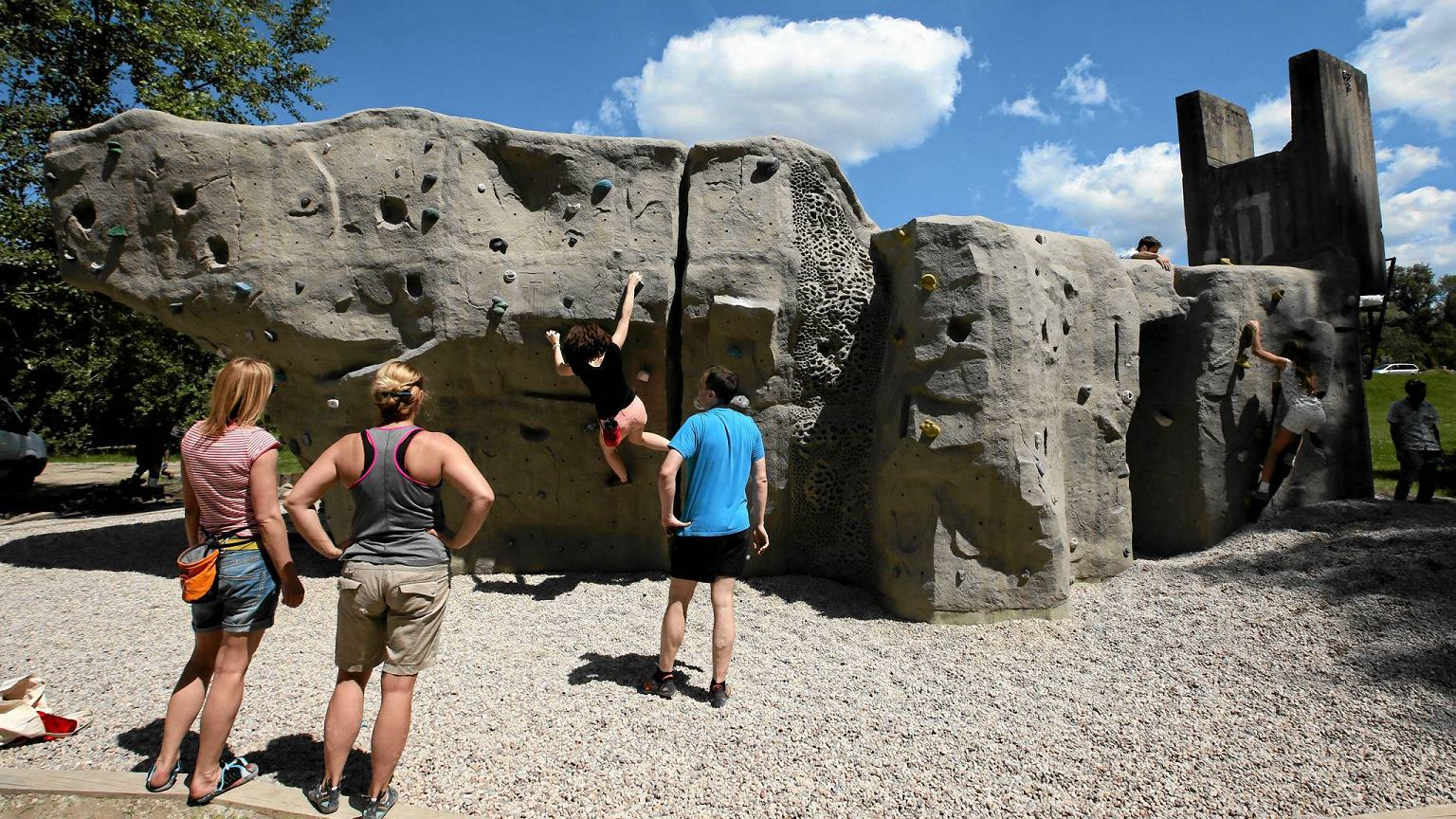 Zdjęcie do projektu Bezobsługowy kompleks wspinaczkowy dla dzieci i zaawansowanych wspinaczy (sztuczne głazy do wspinania - bouldery)